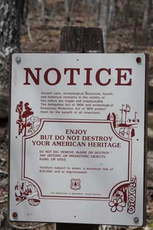 Track Rock Notice sign